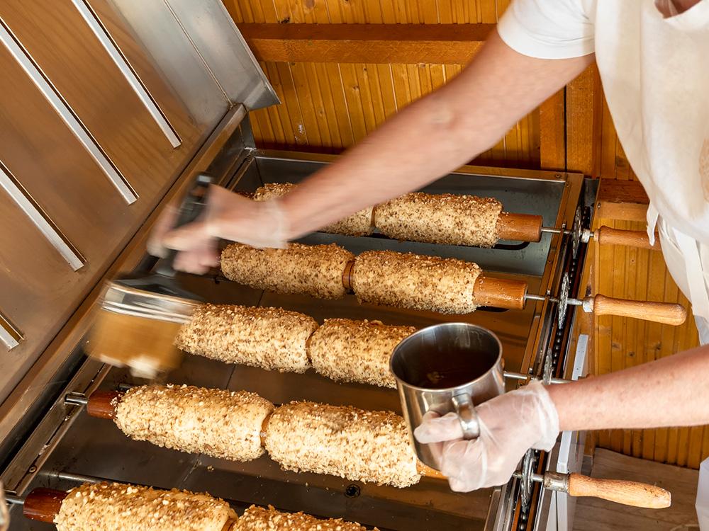 Pečieme tradičný Skalický trdelník! Ukážky výroby a predaj trdelníka v Skalici