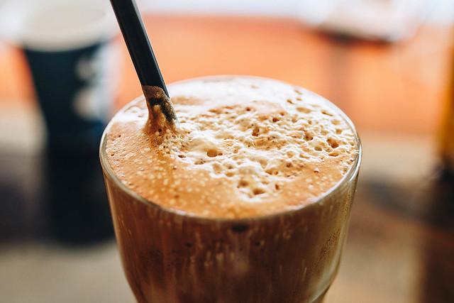Káva patří i k létu